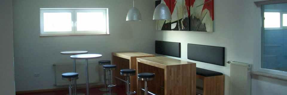 Besprechungsraum und Cafeteria in der Turnhalle